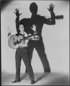 Perfect shadow, from a perfect Elvis ❤️ - Elvis never left