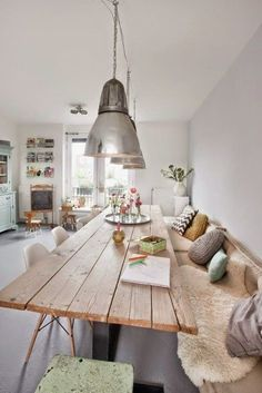 50 Bright living room furniture ideas- 50 Helle Wohnzimmereinrichtung Ideen modern living room design stylish tips wood dining table - Table With Bench Seat, Kitchen Table Bench, Dining Tables, Dining Rooms, Dining Bench, Wood Table, Plank Table, Wall Bench, Dining Area