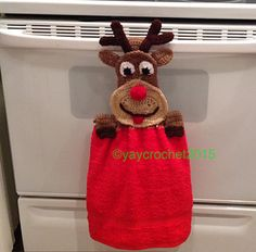 Rudolph Towel Topper pattern by Patricia Marie A fun and easy to make towel topper to decorate your kitchen or bathroom for the Holidays! Crochet Towel Holders, Crochet Dish Towels, Crochet Towel Topper, Crochet Dishcloths, Crochet Kitchen Towels, Christmas Crochet Patterns, Crochet Christmas Ornaments, Holiday Crochet, Crochet Home