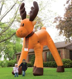 2 story inflatable reindeer - @Jenny 'Jahn' Vanzant would be the envy of her neighbor hood with this one!