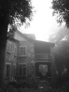 Abandoned Spooky Dark House, probably haunted by ghosts. Unique Buildings, Old Buildings, Abandoned Buildings, Beautiful Buildings, Abandoned Places, Beautiful Places, Places Around The World, Around The Worlds, Abandoned Train Station