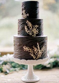 Chocolate and gold wedding cake | Scott Michael Photography | 100 Layer Cake