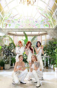 Kpop Girl Groups, Korean Girl Groups, Kpop Girls, Mode Kpop, Fandom, Bridesmaid Dresses, Wedding Dresses, Girl Bands, White Aesthetic