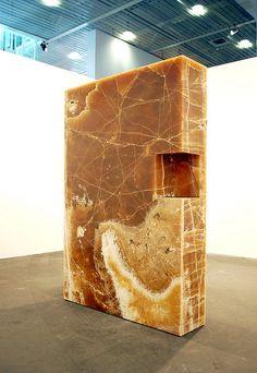 Bojan Šarčević – onyx monolithic sculpture