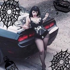 When you put the hood ornament in the wrong place nobody wins. Gothic Girls, Hot Goth Girls, Estilo Pin Up, Estilo Rock, Goth Beauty, Dark Beauty, Alternative Girls, Alternative Fashion, Dark Fashion