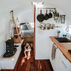 Little Camper Van interior ideas for the small purse .- Little Camper Van furnishing ideas for the small budget 34 HOMEFULIES - Small Camper Vans, Small Campers, Diy Camper, Rv Campers, Camper Trailers, Camper Life, Bus Living, Tiny House Living, Renovation Design