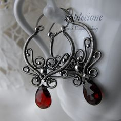 I am in Lord of the Ring mood - still:) Wire Jewelry Designs, Handmade Wire Jewelry, Jewelry Crafts, Wire Jewelry Earrings, Wire Wrapped Earrings, Homemade Jewelry, Beads And Wire, Jewelry Stores, Jewelry Making