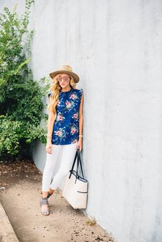 Floral top + white jeans + gray heels + straw hat