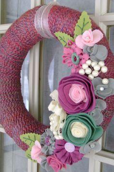 Yarn and Felt Flower Wreath- 14in- Poppin' Pink