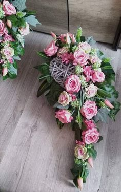 Easter Flowers, Diy Flowers, Colorful Flowers, Wedding Flowers, Cascade Design, Cemetery Decorations, Funeral Tributes, Memorial Flowers, Sympathy Flowers