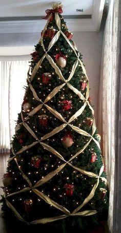 60 Awesome Christmas Tree Decor Ideas 36 – Home Design Christmas Tree Decorating Tips, Origami Christmas Tree, Christmas Tree Inspiration, Ribbon On Christmas Tree, Beautiful Christmas Trees, Christmas Tree Themes, Christmas Tree Toppers, Christmas Traditions, Christmas Lights
