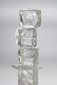 How to Make Clear Gelatin Ice Cubes