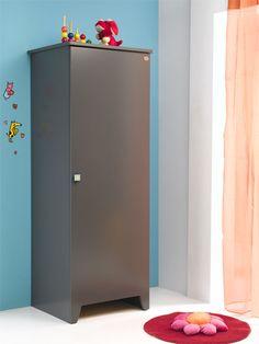 Pratique et moderne, vous pourrez ranger les affaires de bébé avec facilité grâce à cette armoire 1 porte.