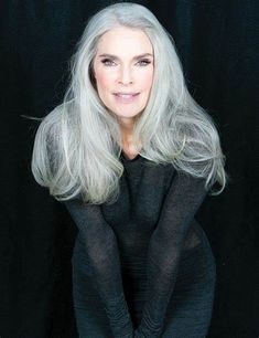 Silver White Hair, Grey Hair Inspiration, Natural Hair Styles, Short Hair Styles, Beautiful Old Woman, Beautiful Ladies, Long Gray Hair, Ageless Beauty, Cool Hairstyles