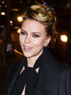 Scarlett Johansson's champagne smoky eyes