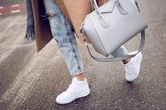 Hej och välkommen till min blogg! Jag heter Badria Isse och är 15 år gammal. På min blogg kommer fokuset ligga på min vardag och hur livet som Badria är. Den kommer även handla om mitt sjuka intresse för fashion! Kontakta: Badria.isse1@outlook.com