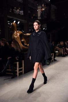 Runway Photos From Burberry's February 2017 See Now Buy Now Show: Designer Christopher Bailey took inspiration from sculptor Henry Moore and English singer Anna Calvi provided the live soundtrack. | Coveteur.com