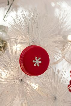 DIY Lid Ornament 05 by TheCreativePine, via Flickr