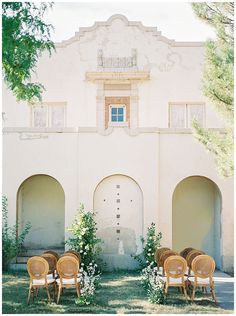 If you want a European wedding but cannot afford a destination wedding then you have to see this gorgeous wedding venue in Salt Lake City. This simple yet sophisticated al fresco wedding has officially stolen our hearts! City Wedding Venues, Church Wedding Ceremony, Beach Ceremony, Ceremony Backdrop, Destination Wedding, Wedding Destinations, Old World Wedding, European Wedding, Wedding Photography Poses