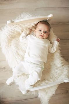 Newborn baby shirts ✓ super soft merino wool ✓ Very warm and comfortable ✓ International shipping ✓ Free delivery to UK over ➜ Shop now! Baby Pants, Kids Pants, Hospital Bag Essentials, Green Rose, Newborn Outfits, Baby Feet, Baby Shirts, Merino Wool, Baby Shower Gifts