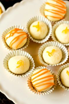 Mimosa truffles -- so cute for Mother's Day! I haven't jumped on the make-your-own-truffles bandwagon, but this might convince me to! Just Desserts, Delicious Desserts, Yummy Food, Healthy Food, Milk Shake Chocolat, Candy Recipes, Dessert Recipes, Mexican Recipes, Recipes Dinner