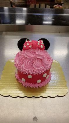 Baby Girl Birthday Theme, Minnie Birthday, Birthday Cake, Disney Cupcakes, Giant Cupcakes, Minnie Cake, Mickey Mouse Cake, Cupcake Ideas, Cupcake Cakes