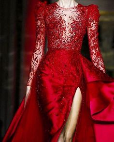 From the #Runway by @zuhairmuradofficial #zuhairmurad  #beauty #style #chic #glam #haute #couture #design #luxury #lifestyle #prive #moda #instafashion #Instastyle #instabeauty #fierce #instaglam #fashionista #instalike #streetstyle #fashion #photo #ootd #model #blogger #photography #dress
