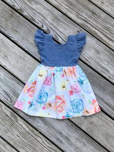 Fashionable Tops For Girls Online Girls Frock Design, Kids Frocks Design, Baby Frocks Designs, Baby Dress Design, Baby Girl Fall Outfits, Little Girl Outfits, Kids Outfits, Newborn Outfits, Dress Outfits