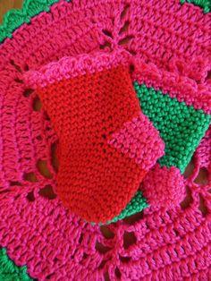 Crochet christmas socks. Free pattern
