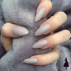 Uñas mate color gris