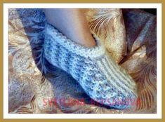 Двухцветные следки, связанные спицами, Two-colored socks, knitted with n...