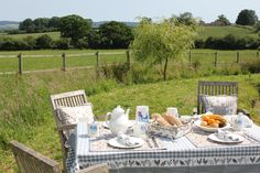 The #Dorset Countryside, a finely laid table and my #chickens. The perfect way to spend the weekend.   How are you spending yours?
