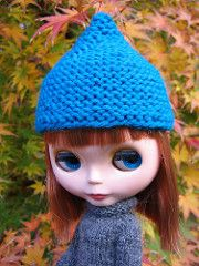 This simple garter stitch gnome hat can be knit in the round or back and forth in rows and seamed. Designed to fit neo Blythe dolls, it works up quickly in worsted weight yarn (10–12 wpi). Sample hat was knit in Cascade 220.