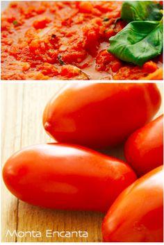 Molho ao sugo com manjericão, molho de tomate natural, caseiro com folhas de manjericão