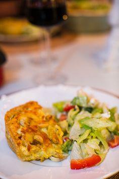 Jag älskar paj och jag älskar kyckling och jag älskar curry! Då är detta perfekt! ;) Eftersom vi är så många i vår familj så gör jag ofta pajen i långpanna, som HÄRoch HÄR. Detta blev sååååå gott så prova detta hörni! Relaterade