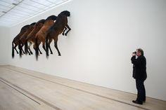 IlPost - Basilea, Svizzera -                       Un'installazione di Maurizio Cattelan esposta alla fondazione Beyeler (SEBASTIEN BOZON/AFP/Getty Images)