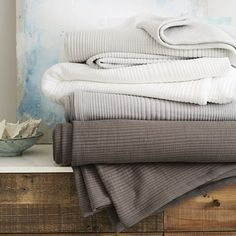 Add a layer of super-soft texture to your bed with our Ribbed Blanket, made of 100% organic cotton.