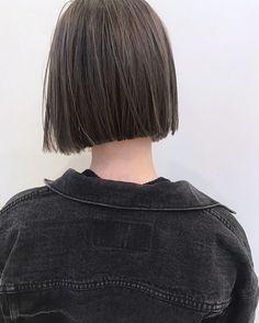 Pin by เจมส์ on นักเรียน in 2019 Short Dark Hair, Short Straight Hair, Long Wavy Hair, Medium Hair Cuts, Short Hair Cuts, Short Hair Styles, Mullet Hairstyle, Lob Hairstyle, Edgy Hair