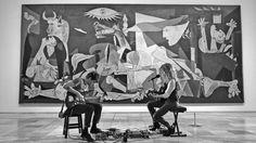 """""""Suena Guernica"""" es un proyecto audivisual del RTVE y el Museo Nacional Centro de Arte Reina Sofía que reunió a 12 artistas para conmemorar el 80 aniversario de la obra maestra de Picasso. Aquí tenéis a Christina Rosenvinge con la canción """"Tejedora"""". Y en los comentarios, la lista de reproducción completa. ¡Esperamos que lo disfrutéis!"""