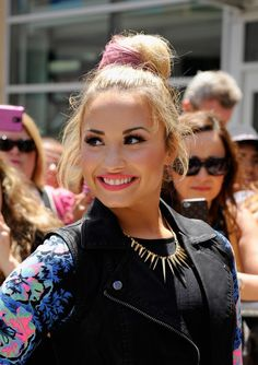 Demi Lovato Pink Messy Bun Updo – Casual Bun Updo Hair Styles | Hairstyles Weekly