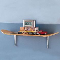 redesign-upcycle-recycle-skateboard-into-wall-shelf-old-skate-board-repurpose-diy-project, Great for the Kids! Skateboard Shelves, Skateboard Furniture, Skateboard Decor, Green Furniture, Diy Furniture, Furniture Design, Cool Diy, Easy Shelves, Wall Storage