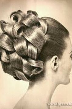 Vintage Hairstyles For Prom Bouffant Hair Curls.I wore to prom :) Retro Hairstyles, Curled Hairstyles, Peinado Updo, Bouffant Hair, Updo Curls, Curls Hair, Retro Updo, Retro Curls, 1960s Hair