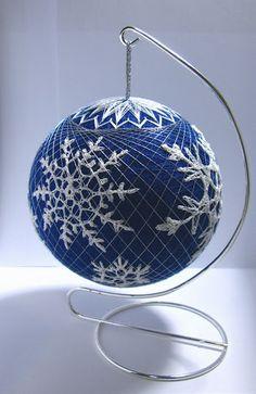 how to make a temari ball tutorial Noel Christmas, Christmas Balls, Christmas Crafts, Christmas Ornaments, Xmas, Beaded Ornament Covers, Beaded Ornaments, Christmas Centerpieces, Christmas Decorations