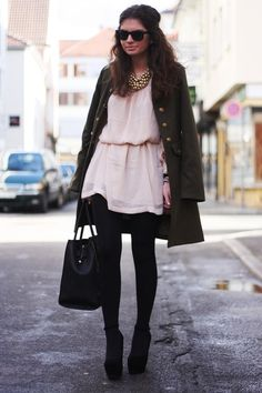 military coat: Love // dress/necklace: H // bag: VJ-Style // sunnies: Ray-Ban // wedges: Nelly // watch: Daniel Welltington // Love bracelet: Fashionmongershop (image: fashionhippieloves)