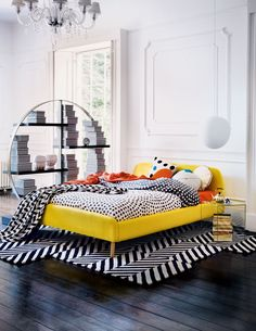 From furniture design to the novelties shown in fabrics, there's so much that it's impossible not to notice one of the biggest interior design trends. Decoration Chic, Decoration Bedroom, Decoration Inspiration, Home Decor Bedroom, Bedroom Ideas, Pop Art Decor, Entryway Decor, 2018 Interior Design Trends, Modern Interior Design