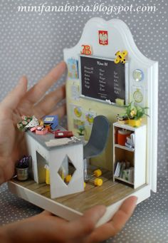 Handmade Bookend with miniature roomclass scene with blackboard, desk, armchair and many miniature accessories http://minifanaberia.blogspot.com/2014/04/bookend-szkolny.html