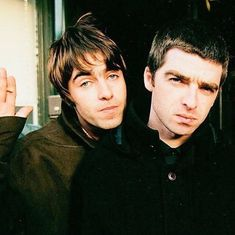 You are in the right place about Music Artists playlists Here we offer you the most beautiful pictures about the Music Artists artwork you are looking for. When you examine the part of the picture you Noel Gallagher Young, Lennon Gallagher, Liam Gallagher Oasis, Liam Gallagher Noel Gallagher, Oasis Brothers, Oasis Live Forever, Oasis Music, Liam And Noel, Oasis Band