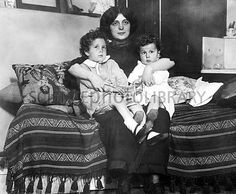 Michel Navratil kidnapped his two children from his estranged wife Marcelle, and sailed aboard the Titanic. One month after the Titanic disaster, the children were reunited with their mother in New York City. Rms Titanic, Titanic Ship, Titanic Wreck, Titanic Photos, Belfast, Titanic Survivors, Titanic Artifacts, Modern History, Interesting History