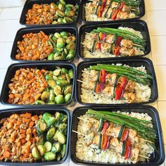 My Sunday meal prep done! Breakfast: Sweet potato hash with turkey and oz sweet potato and ground turkey) and brussels sprouts. Lunch: chicken skewers with 1 cup cauliflower rice and asparagus Meal Prep Plan, Sunday Meal Prep, Breakfast Crockpot Recipes, Lunch Recipes, Healthy Recipes, Healthy Dishes, Chicken Meal Prep, Chicken Recipes, Healthy Meal Prep