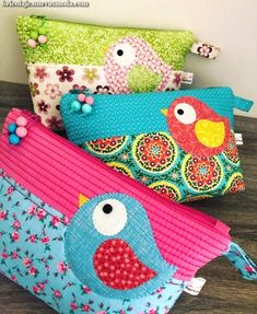 Cute birds zipper pouchYou can find Zipper pouch and more on our website. Zipper Pouch Tutorial, Purse Tutorial, Patchwork Bags, Quilted Bag, Fabric Bags, Fabric Scraps, Fabric Basket, Quilting Projects, Sewing Projects